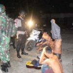 Polisi Gerebek Sekumpulan ABG Yang Gelar Pesta Miras di Semak-semak